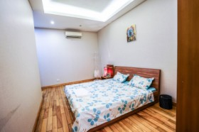TRANQUIL APARTMENT - 3 BEDROOMS & CITY LAKE VIEW