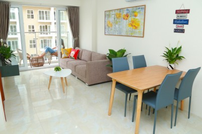 Mordern 2BR Apartment w/Balcony @ Phanh's Home * nearby Sunworld