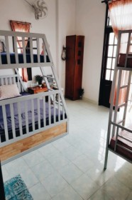 LITTLE HOME HOSTEL - Family room with balcony