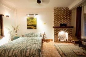 Roots House -  Seven Bedroom - Easternstay