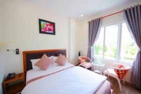 Phương Vy Luxury - Queen Room with Garden View