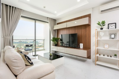 DH HOMES at Dist 7* Brand New+Cosy Entire Apartment with river view, near SECC, FV Hospital*
