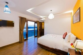 Red Moon Homestay Hoian - Deluxe Room with Balcony
