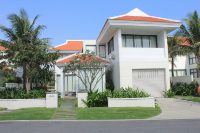 Ocean Villas - 3 bedrooms with private beach and golf course!