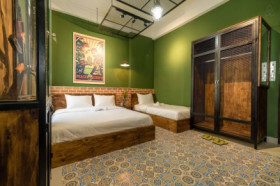 """Freedom deal"" suite w 2 beds, breakfast @center"